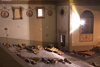 Photo of the restoration of the theatre's grandeur in process.